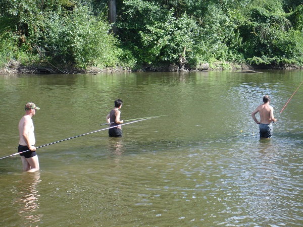pêcheurs dans l'eau
